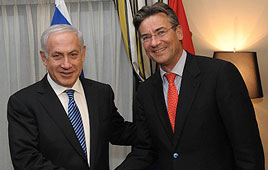 PM_Netanyahu_with_Dutch_Deputy_PM_Maxime_Verhagen